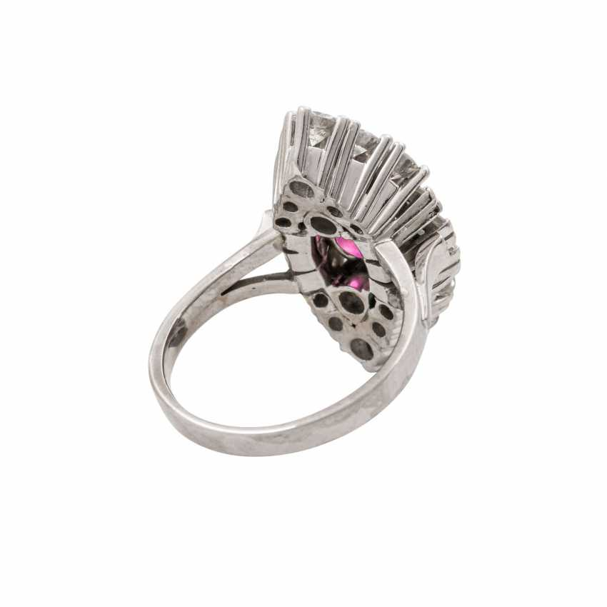 Ring with pink sapphire approx. 2.5 ct, diamonds total approx. 1.5 ct - photo 3