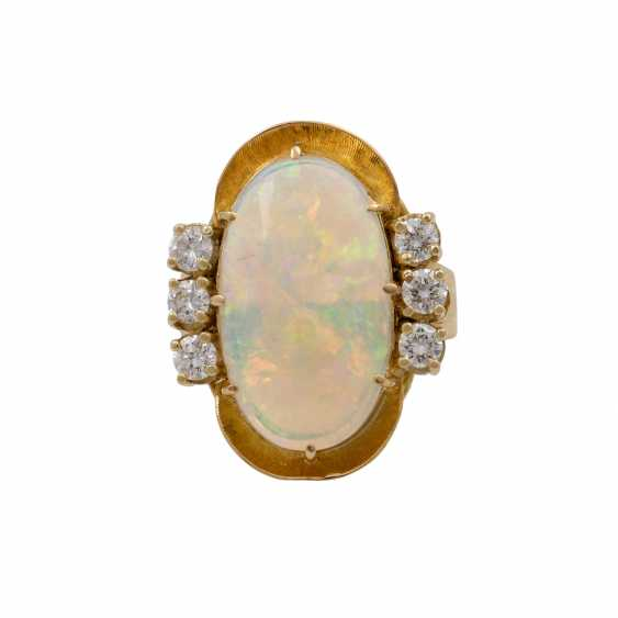 Ring with oval opal approx. 4.2 ct and 6 brilliant-cut diamonds totaling approx. 0.65 ct, - photo 2