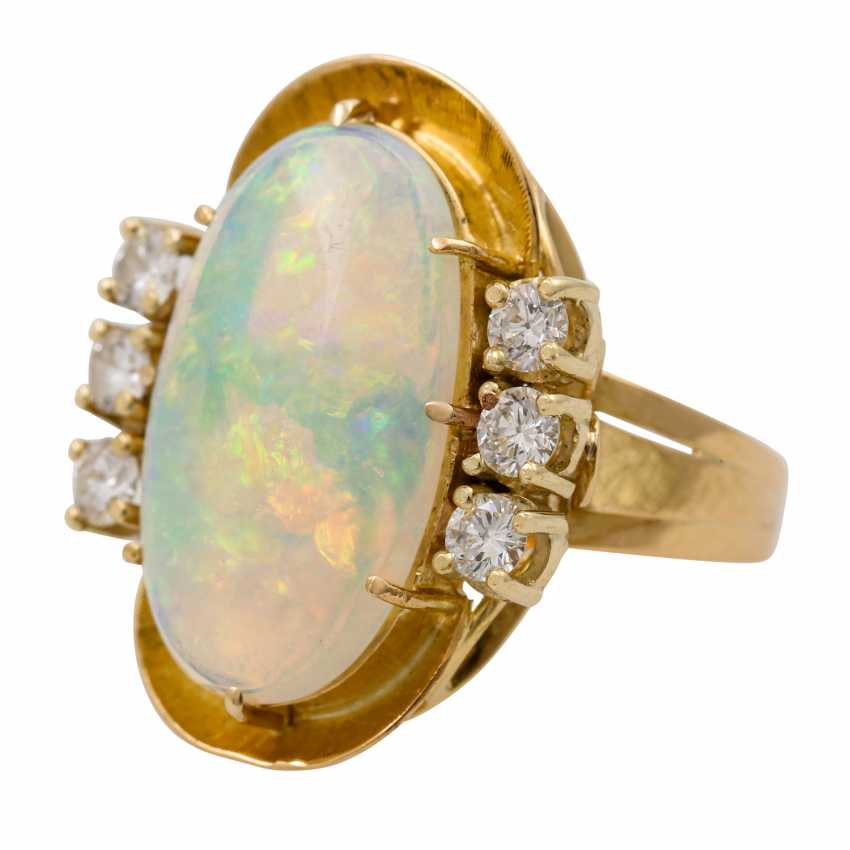 Ring with oval opal approx. 4.2 ct and 6 brilliant-cut diamonds totaling approx. 0.65 ct, - photo 5