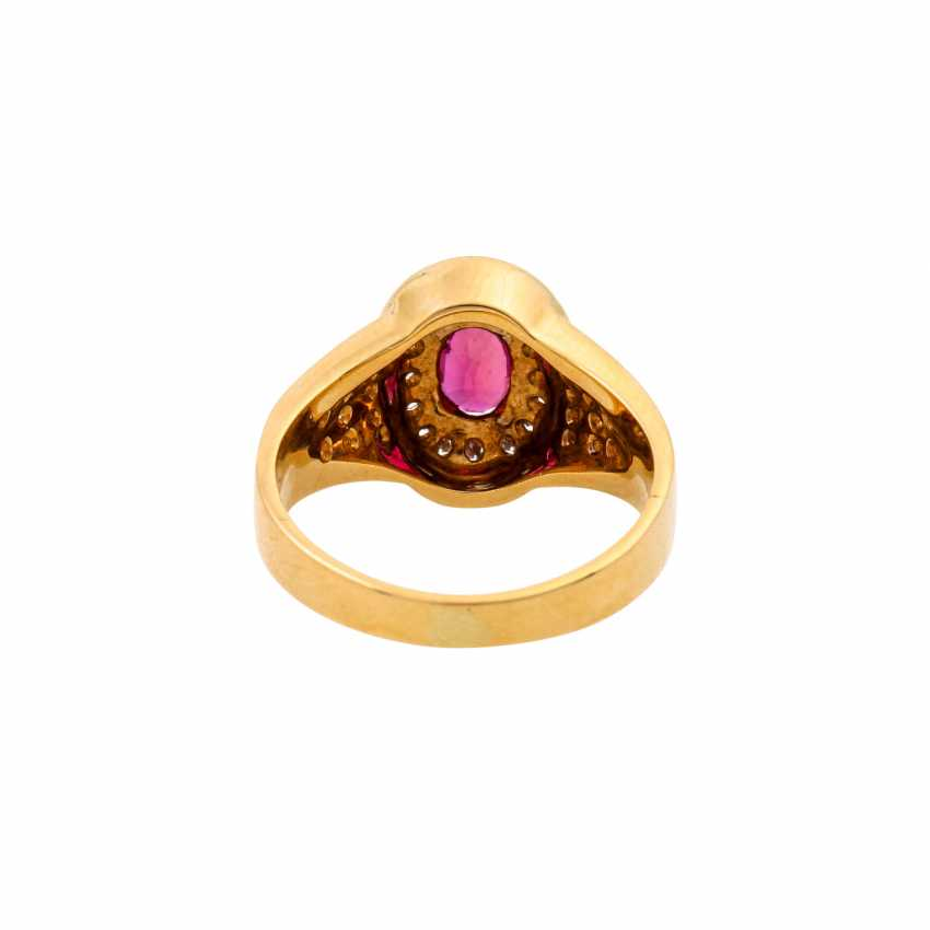 Ring with an oval ruby of approx. 1 ct and diamonds totaling approx. 0.34 ct, - photo 4