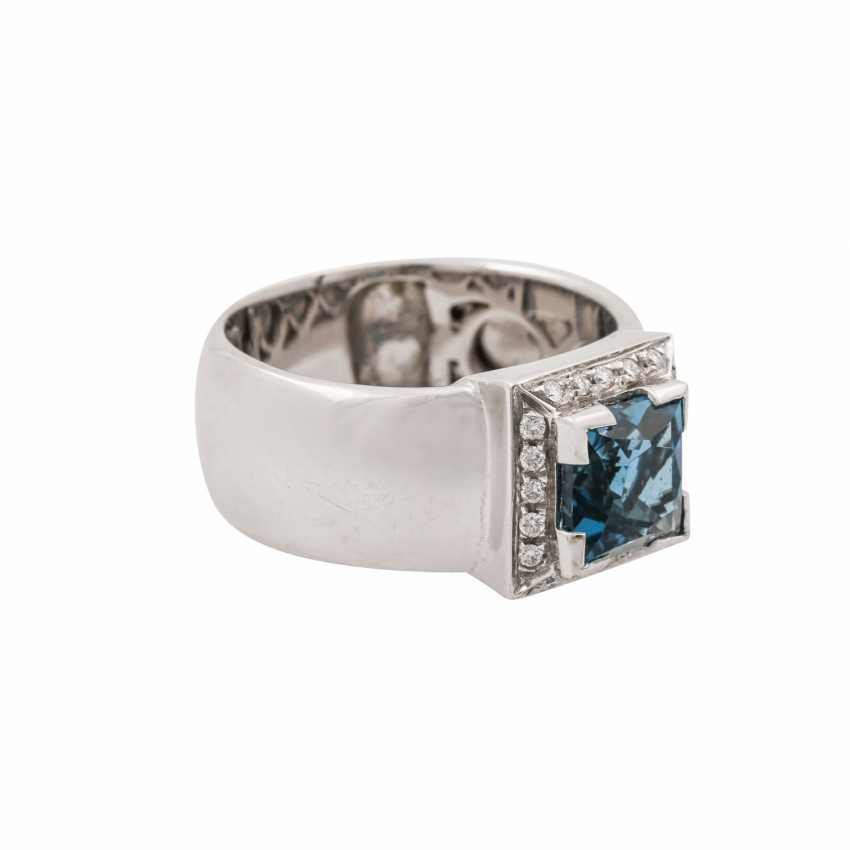 Ring with blue topaz in a square star cut approx. 3.5 ct - photo 1