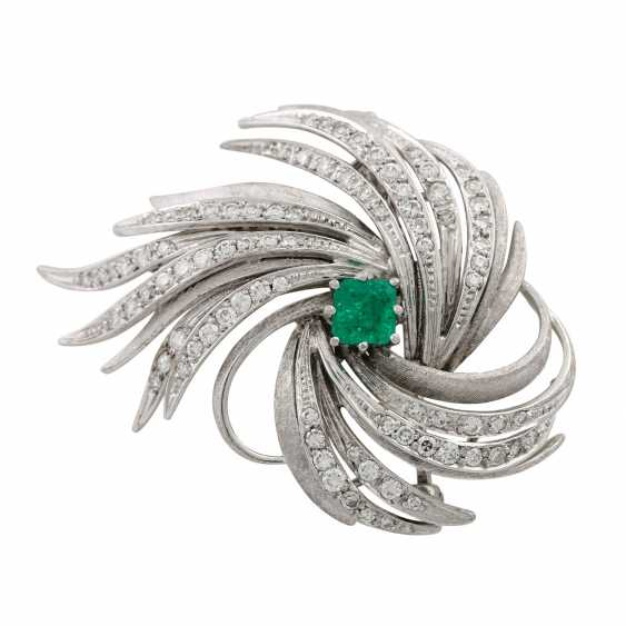 LAUDIER brooch with emerald and diamonds - photo 1