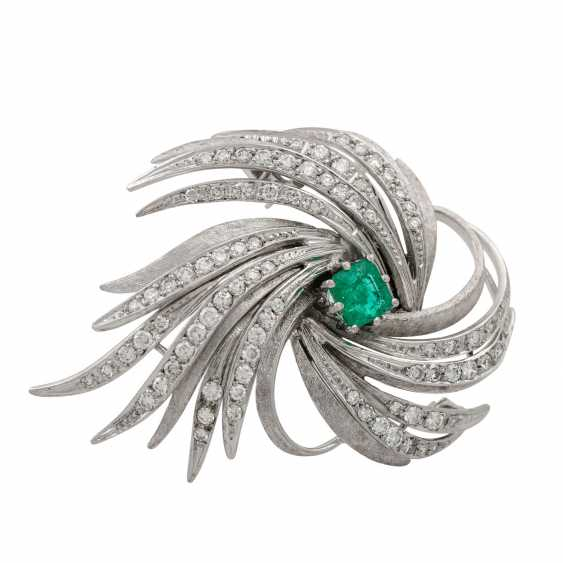 LAUDIER brooch with emerald and diamonds - photo 2