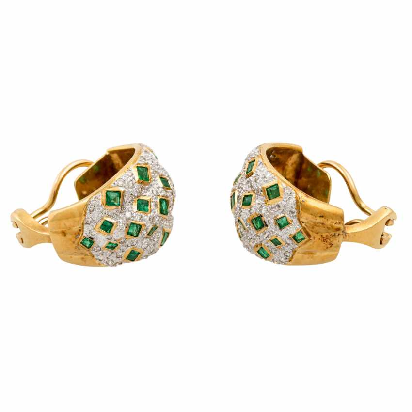 Pair of clip-on earrings with emeralds and diamonds - photo 2