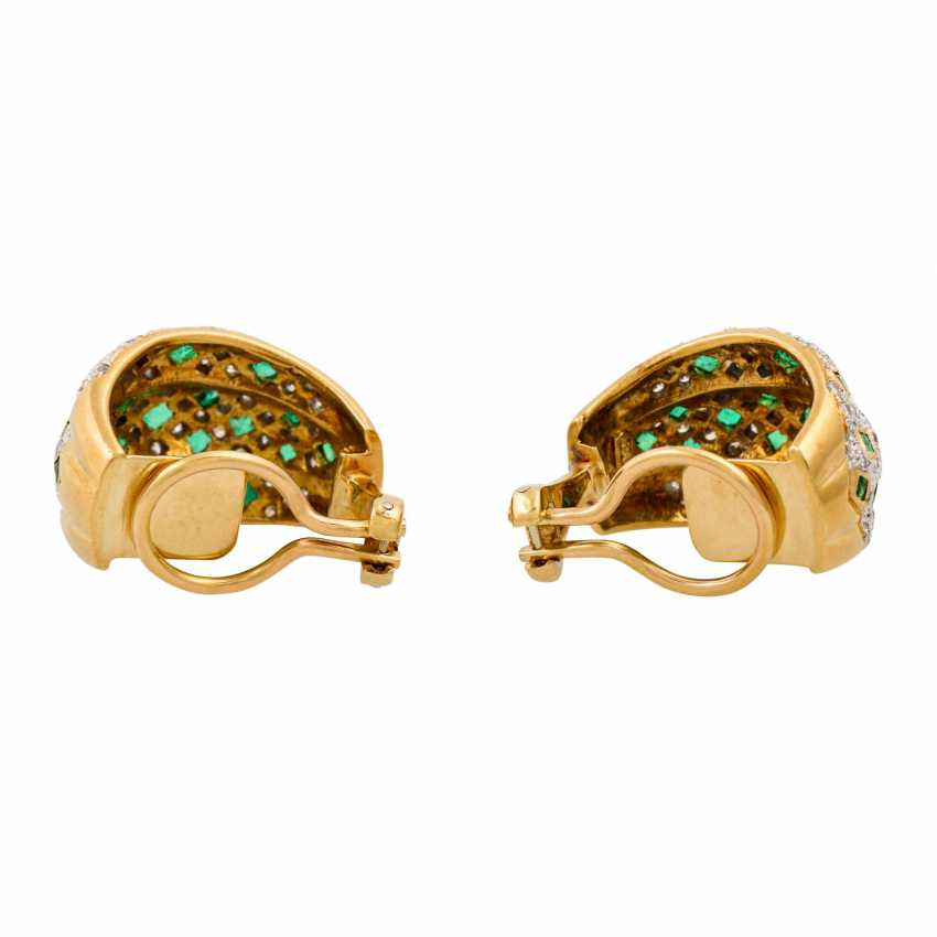 Pair of clip-on earrings with emeralds and diamonds - photo 3