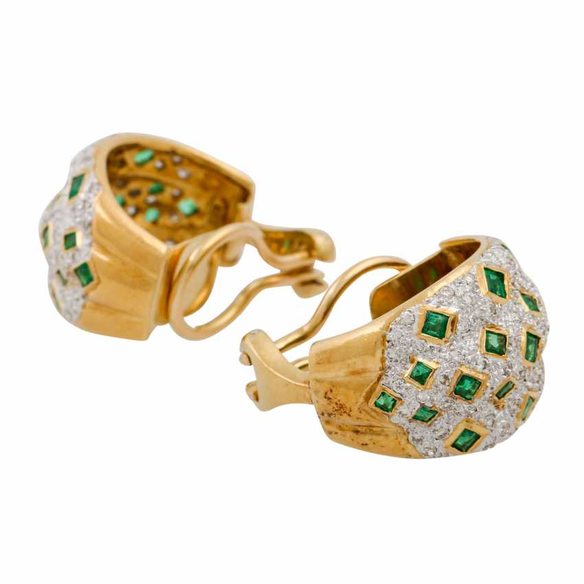 Pair of clip-on earrings with emeralds and diamonds - photo 4
