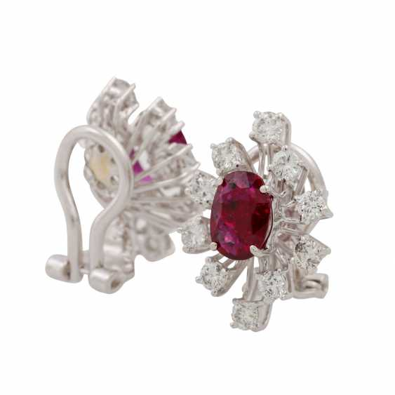 Pair of ear clips with rubies and diamonds - photo 3