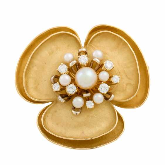 Flower brooch with pearls and diamonds - photo 1