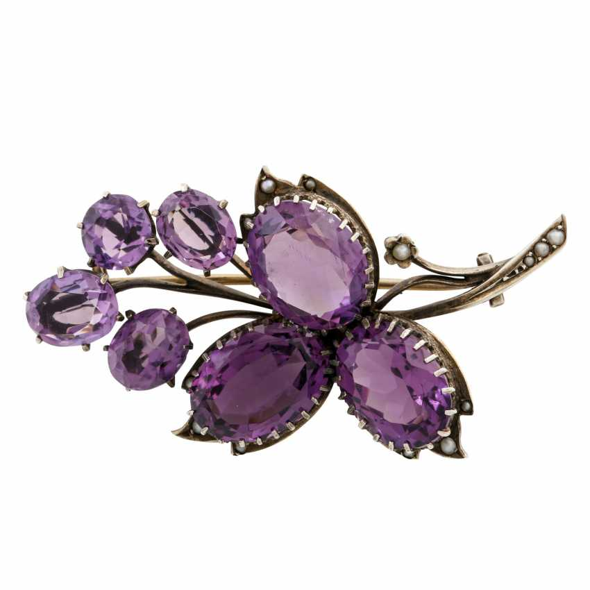 Brooch with 7 faceted amethysts and seed pearls, - photo 1