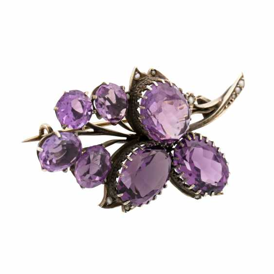 Brooch with 7 faceted amethysts and seed pearls, - photo 2