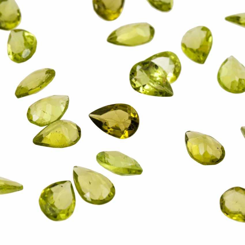 50 loose peridots of 52.5 ct, - photo 2