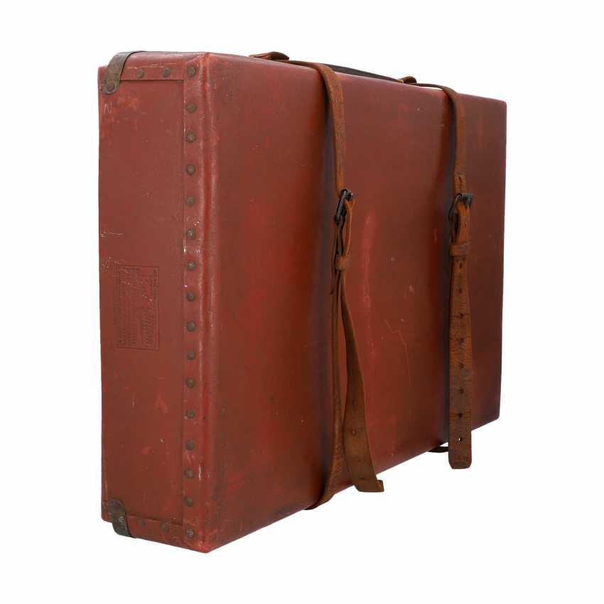LOUIS VUITTON ANTIQUE travel suitcase, around 1900. - photo 2