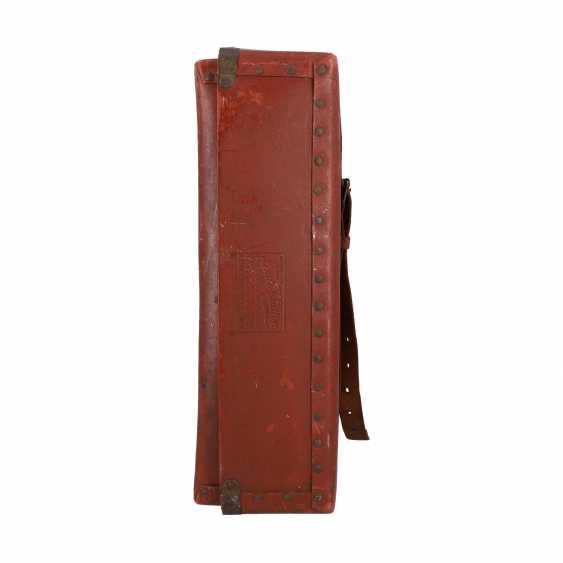 LOUIS VUITTON ANTIQUE travel suitcase, around 1900. - photo 3