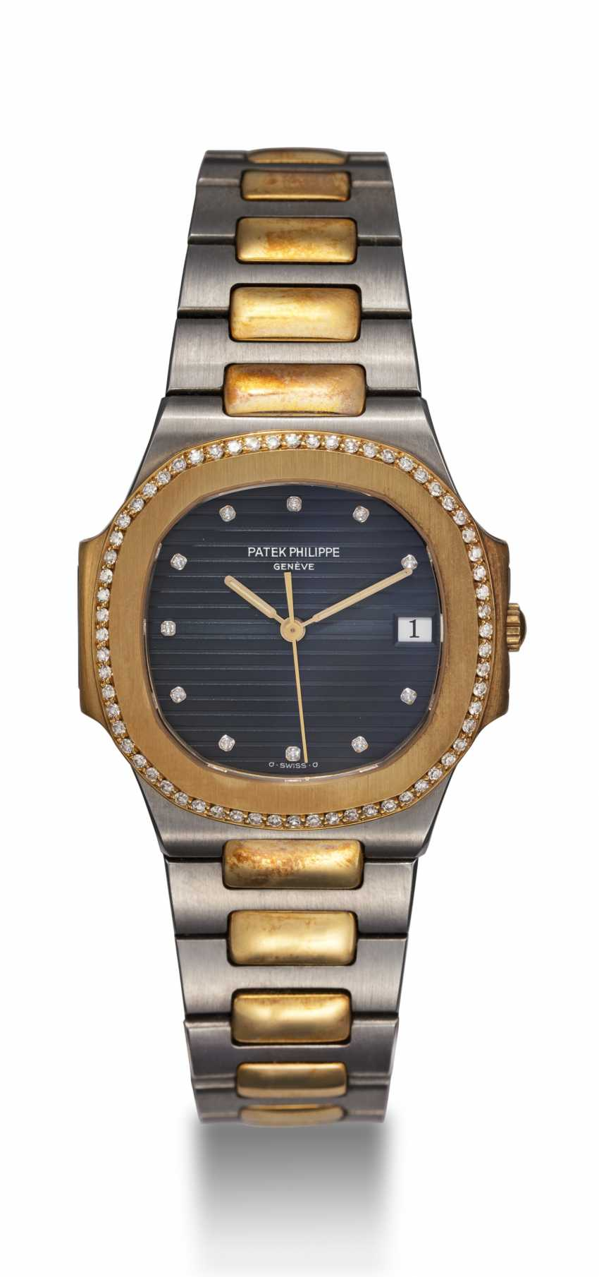 PATEK PHILIPPE, REF. 3900/2, A STEEL AND GOLD NAUTILUS WITH A DIAMOND-SET BEZEL - photo 3