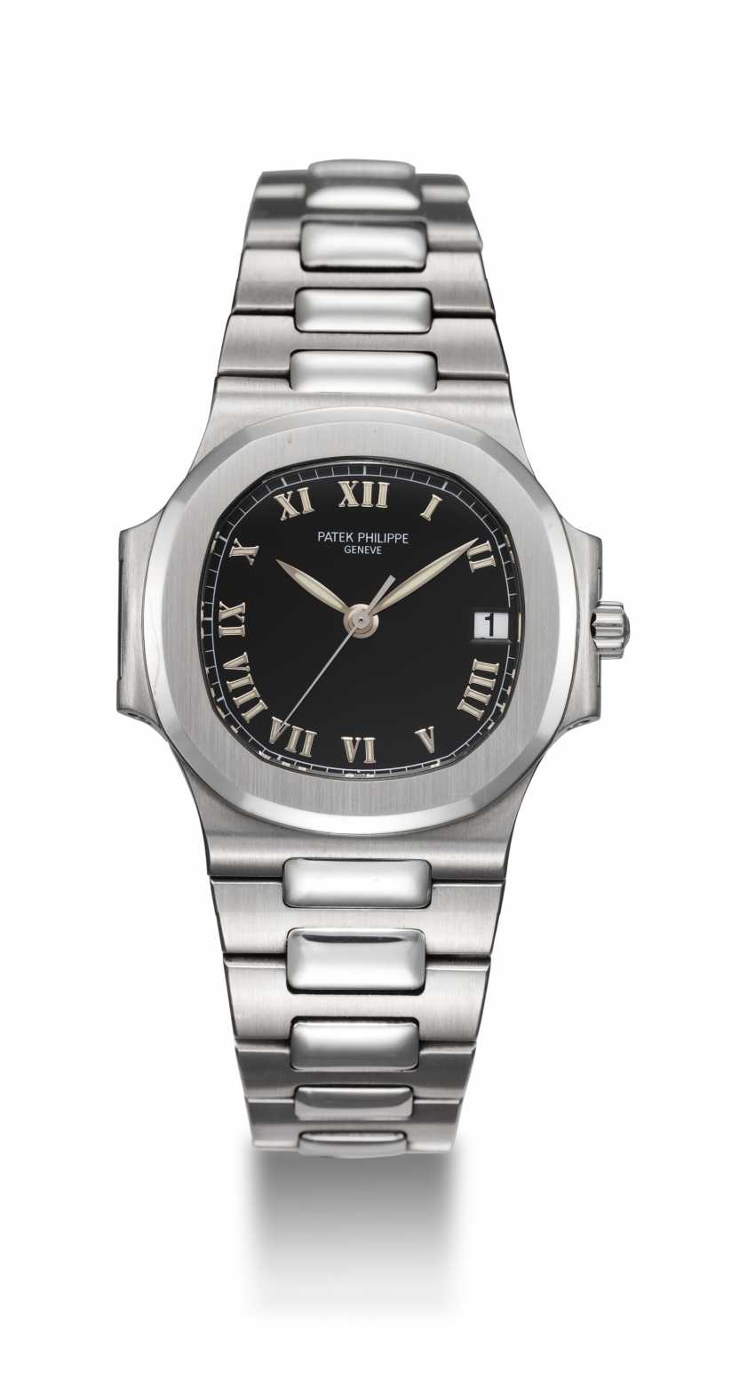 PATEK PHILIPPE, REF. 3800/1A-001, A STEEL NAUTILUS WITH BLACK DIAL AND ROMAN NUMERALS - photo 3