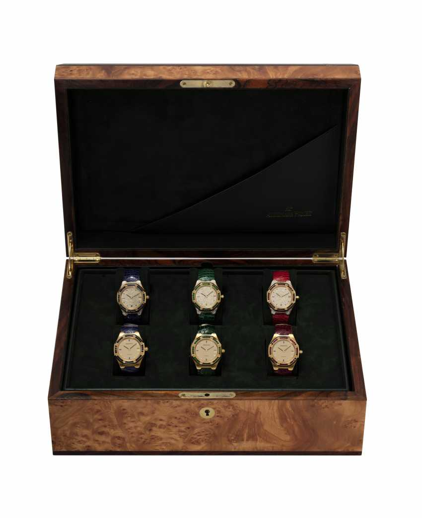 AUDEMARS PIGUET, A SET OF SIX GOLD BEJEWELLED ROYAL OAK WRISTWATCHES WITH ITS ORIGINAL PRESENTATON BOX - photo 2