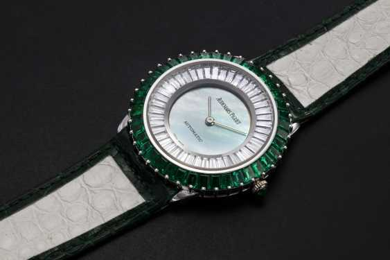 AUDEMARS PIGUET, A GENTS GOLD WRISTWATCH SET WITH EMERALDS, DIAMONDS, AND A MOTHER OF PEARL DIAL - photo 1