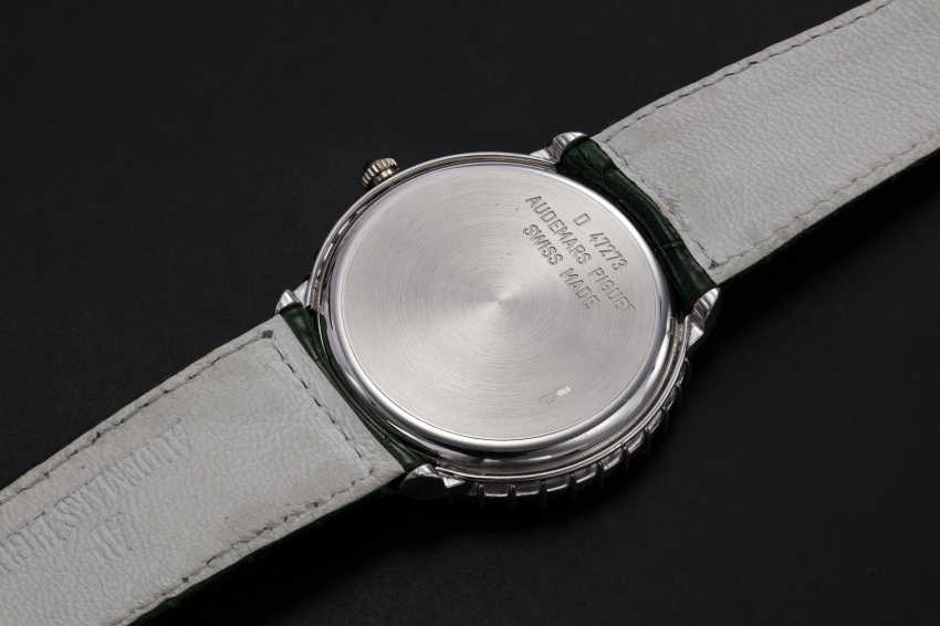 AUDEMARS PIGUET, A GENTS GOLD WRISTWATCH SET WITH EMERALDS, DIAMONDS, AND A MOTHER OF PEARL DIAL - photo 2