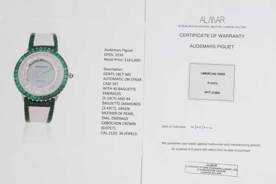 AUDEMARS PIGUET, A GENTS GOLD WRISTWATCH SET WITH EMERALDS, DIAMONDS, AND A MOTHER OF PEARL DIAL - photo 4