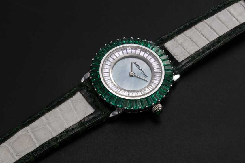 AUDEMARS PIGUET, A UNIQUE LADIES GOLD SET WITH EMERALDS, DIAMONDS, AND A GREEN MOTHER OF PEARL DIAL - photo 1