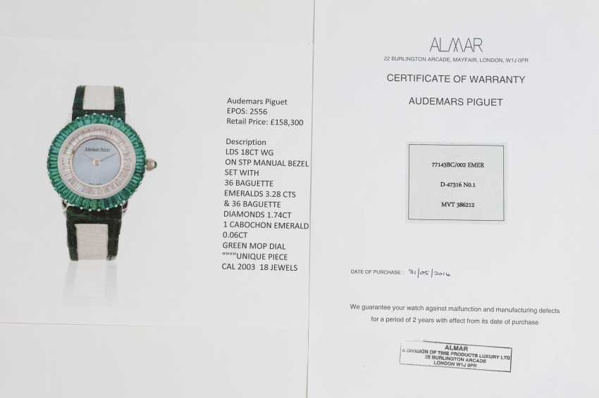 AUDEMARS PIGUET, A UNIQUE LADIES GOLD SET WITH EMERALDS, DIAMONDS, AND A GREEN MOTHER OF PEARL DIAL - photo 4