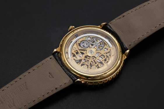 AUDEMARS PIGUET, A GENTS GOLD WRISTWATCH SET WITH EMERALDS, DIAMONDS AND SKELETONISED DIAL, ENGRAVED NO. 1 - photo 2
