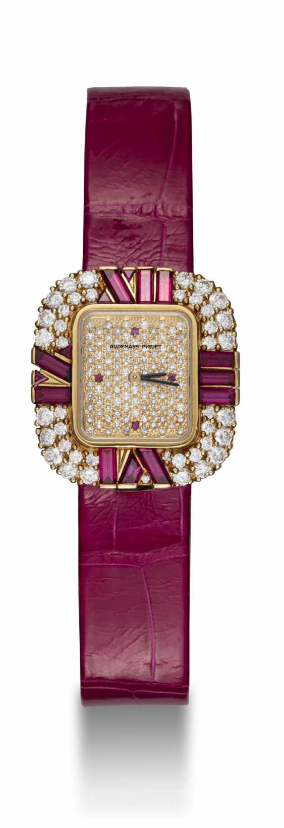AUDEMARS PIGUET, A LADIES YELLOW GOLD WRISTWATCH SET WITH DIAMONDS AND RUBIES AND A PAVED DIAL - photo 3