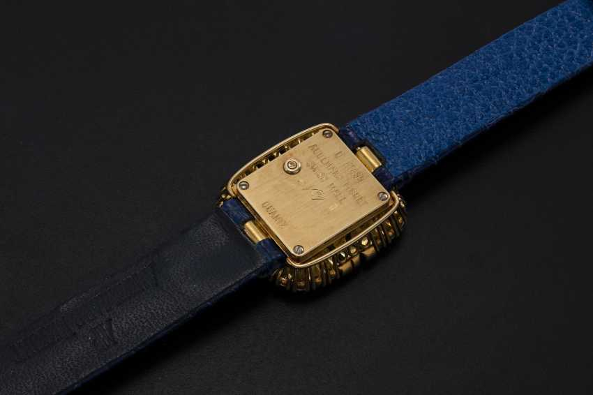 AUDEMARS PIGUET, A LADIES GOLD WRISTWATCH SET WITH DIAMONDS AND SAPPHIRES AND A PAVED DIAL - photo 2