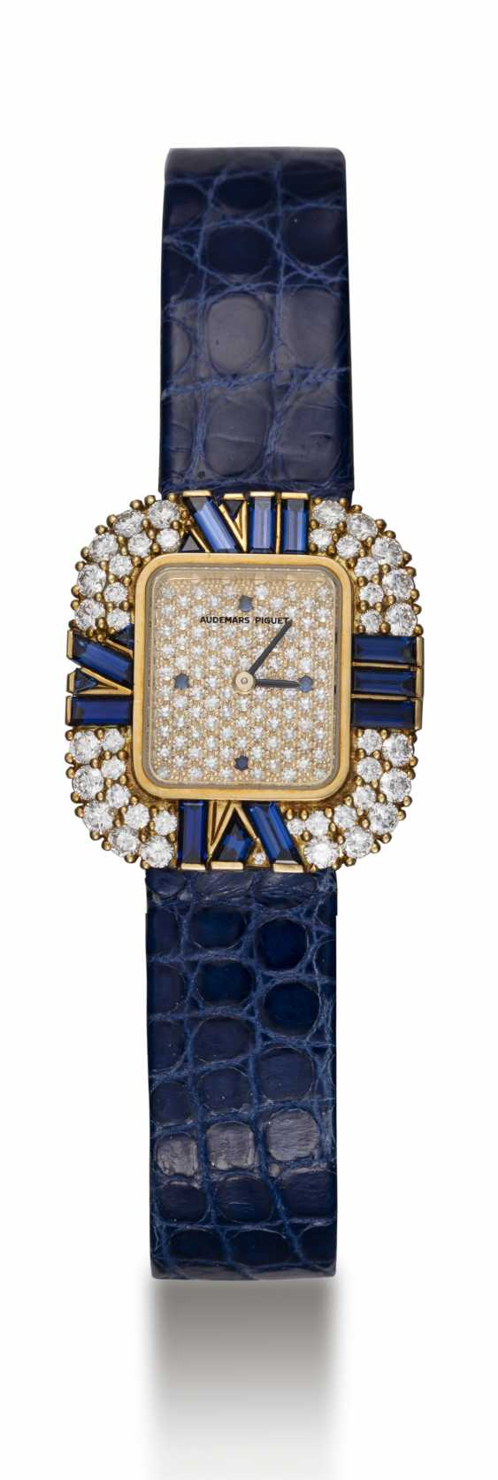 AUDEMARS PIGUET, A LADIES GOLD WRISTWATCH SET WITH DIAMONDS AND SAPPHIRES AND A PAVED DIAL - photo 3