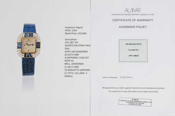 AUDEMARS PIGUET, A LADIES GOLD WRISTWATCH SET WITH DIAMONDS AND SAPPHIRES AND A PAVED DIAL - photo 4