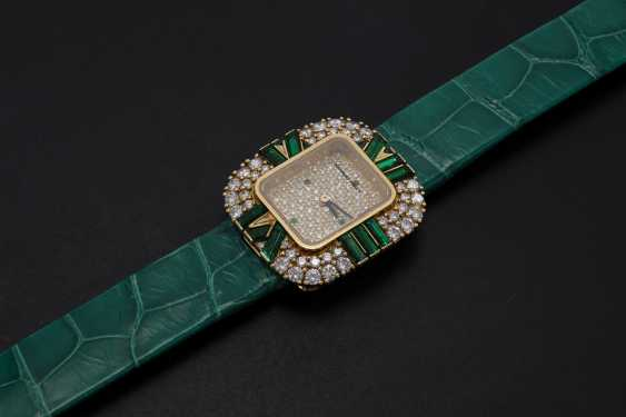 AUDEMARS PIGUET, A LADIES GOLD WRISTWATCH SET WITH DIAMONDS AND EMERALDS AND A PAVED DIAL  - photo 1