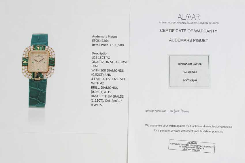 AUDEMARS PIGUET, A LADIES GOLD WRISTWATCH SET WITH DIAMONDS AND EMERALDS AND A PAVED DIAL  - photo 4