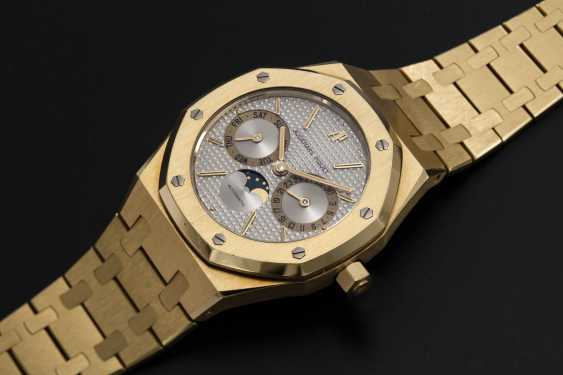 AUDEMARS PIGUET, A GOLD ROYAL OAK DAY-DATE WITH MOON-PHASE, REF. 25594BA - photo 1