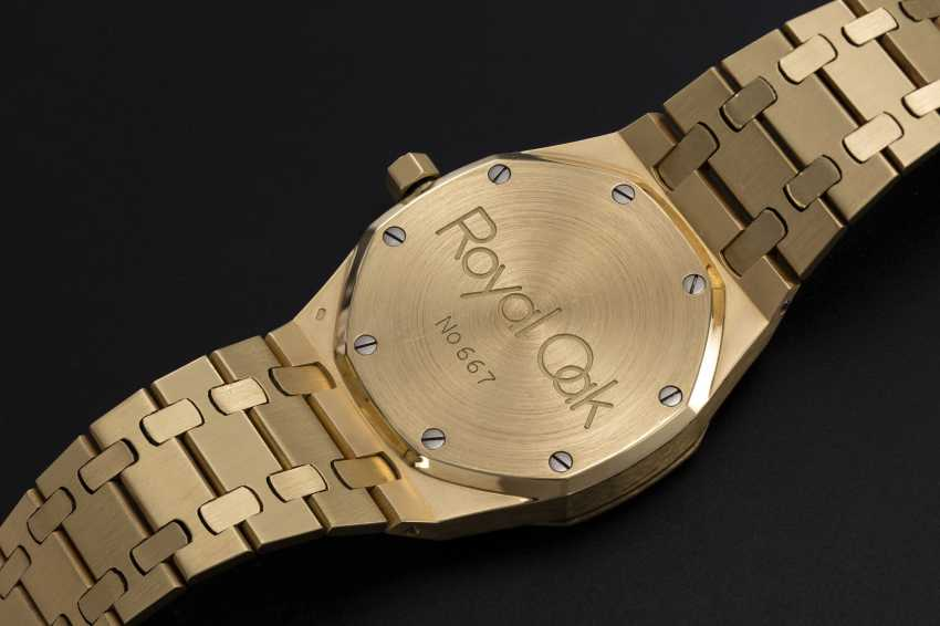 AUDEMARS PIGUET, A GOLD ROYAL OAK DAY-DATE WITH MOON-PHASE, REF. 25594BA - photo 2