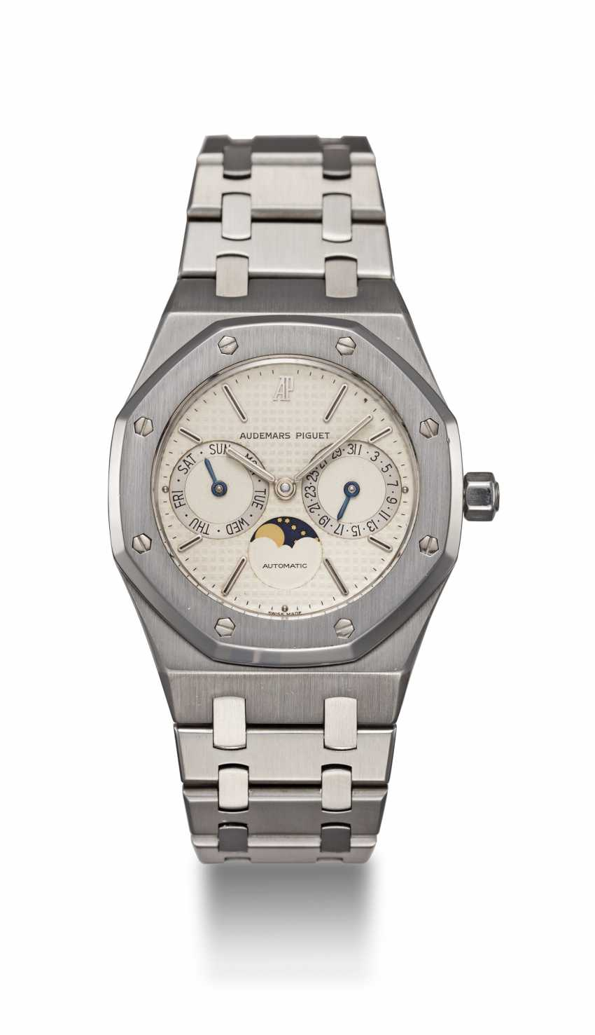 AUDEMARS PIGUET, A STAINLESS STEEL ROYAL OAK DAY-DATE WITH MOON-PHASE, REF. 25594ST - photo 3