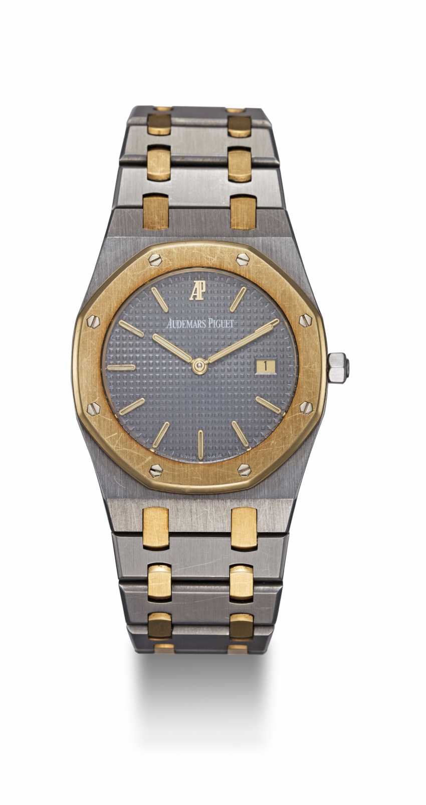AUDEMARS PIGUET, A LADIES TWO-TONE ROYAL OAK QUARTZ WRISTWATCH - photo 3