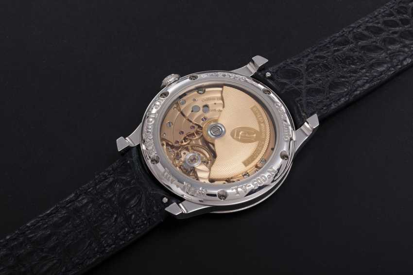 F. P. JOURNE, A PLATINUM WRISTWATCH WITH POWER RESERVE AND MOON-PHASE, OCTA AUTOMATIQUE LUNE - photo 2