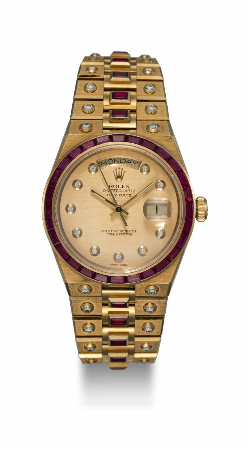 ROLEX. A RARE GOLD OYSTERQUARTZ DAY-DATE, DIAMOND AND RUBY-SET WRISTWATCH AND BRACELET, REF. 19168  - photo 3