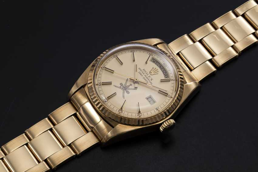 """ROLEX, A YELLOW GOLD OYSTER PERPETUAL DAY-DATE WITH """"KHANJAR"""" INSIGNIA, REF. 1803 - photo 1"""