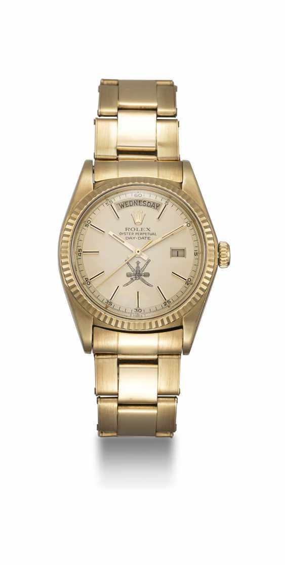"""ROLEX, A YELLOW GOLD OYSTER PERPETUAL DAY-DATE WITH """"KHANJAR"""" INSIGNIA, REF. 1803 - photo 3"""