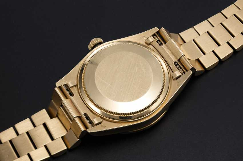 ROLEX, A GOLD OYSTER PERPETUAL DAY-DATE WITH DIAMOND BEZEL AND ONYX DIAL, REF. 18108 - photo 2