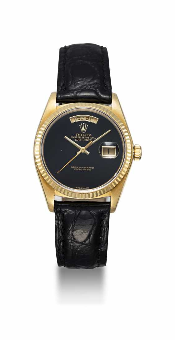ROLEX, A GOLD OYSTER PERPETUAL DAY-DATE WITH ONYX DIAL AND HEBREW CALENDAR, REF. 18038 - photo 3