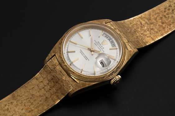 """ROLEX, A RARE GOLD OYSTER PERPETUAL DAY-DATE WITH """"FLORENTINE-FINISH"""" CASE AND BRACELET, REF. 1806 - photo 1"""