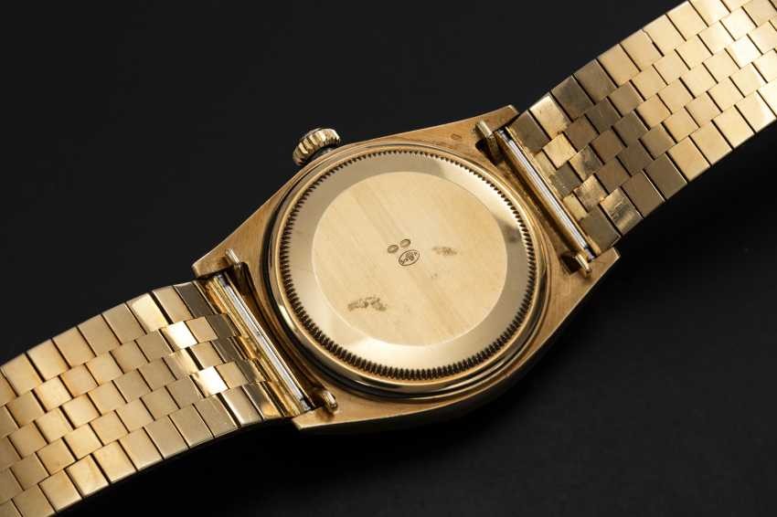 """ROLEX, A RARE GOLD OYSTER PERPETUAL DAY-DATE WITH """"FLORENTINE-FINISH"""" CASE AND BRACELET, REF. 1806 - photo 2"""