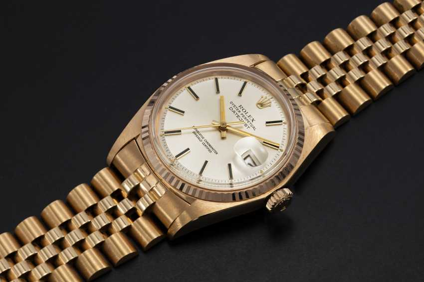 ROLEX, A GOLD OYSTER PERPETUAL DATEJUST WRISTWATCH, REF. 1601  - photo 1