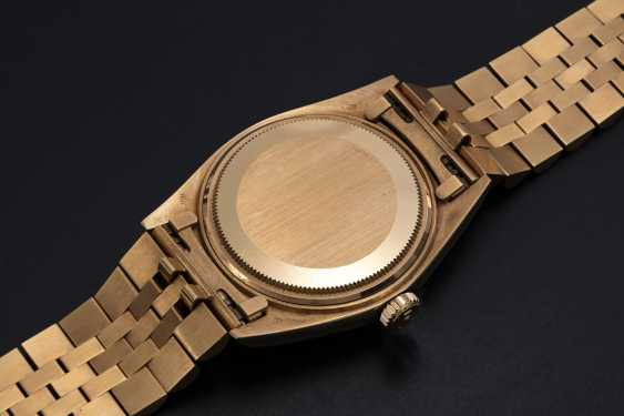 ROLEX, A GOLD OYSTER PERPETUAL DATEJUST WRISTWATCH, REF. 1601  - photo 2