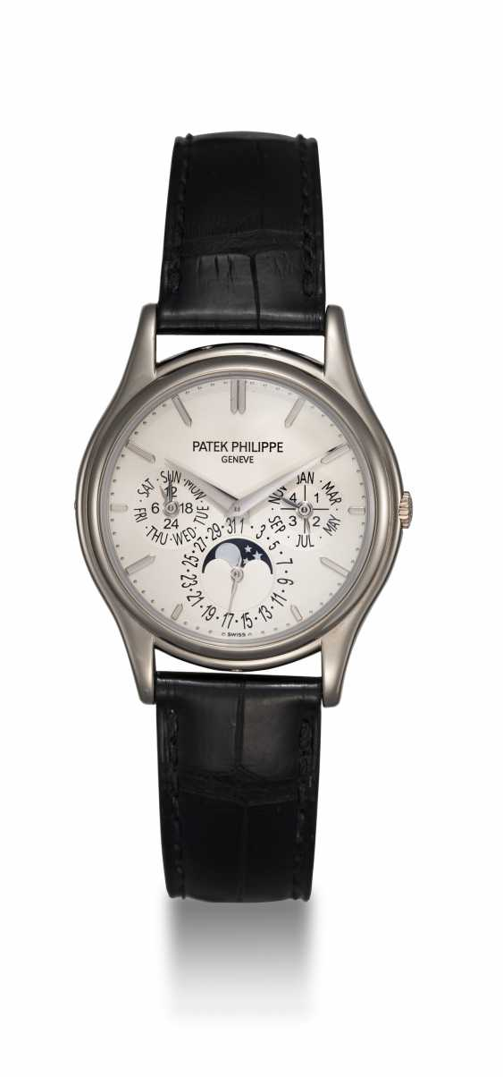 PATEK PHILIPPE, A GOLD PERPETUAL CALENDAR WITH MOON-PHASE, REF. 5140G - photo 3