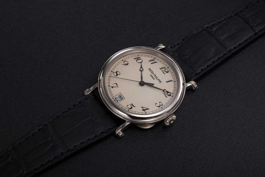 "PATEK PHILIPPE, A GOLD CALATRAVA WRISTWATCH WITH ""OFFICER'S CASEBACK"", REF. 5053G-001 - photo 1"
