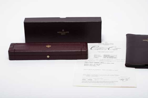 "PATEK PHILIPPE, A GOLD CALATRAVA WRISTWATCH WITH ""OFFICER'S CASEBACK"", REF. 5053G-001 - photo 5"