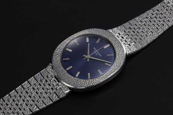 PATEK PHILIPPE, REF. 3580, A RARE STEEL OVAL HAMMERED METAL DECORATION DRESS WATCH - photo 1